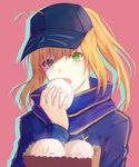 1girl ahoge artoria_pendragon_(all) bag baozi baseball_cap blonde_hair blue_hat blue_scarf eyebrows_visible_through_hair fate/grand_order fate_(series) food green_eyes hat highres holding holding_food long_hair long_sleeves looking_at_viewer mysterious_heroine_x open_mouth pink_background ponytail scarf shaded_face sidelocks simple_background solo upper_body xing_muhen