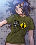 1girl absurdres blue_eyes blue_hair expressionless flatwoods_monster green_eyes green_shirt hair_ornament hairclip highres lips long_hair looking_at_viewer lying maruyama_musashi messy_hair midriff multicolored multicolored_eyes naked_shirt on_back original shirt sign solo t-shirt translated warning_sign