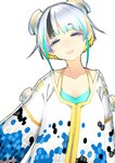 1girl aqua_hair black_hair blonde_hair blue_eyes closed_mouth collarbone commentary_request dots freckles highres lips long_sleeves looking_at_viewer mole mole_under_mouth multicolored_hair original short_hair silver_hair smile solo upper_body virtual_youtuber wide_sleeves yae_(mono110)