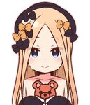 1girl abigail_williams_(fate/grand_order) bangs black_bow black_hat blonde_hair blue_eyes blush bow closed_mouth collarbone eyebrows_visible_through_hair eyes_visible_through_hair fate/grand_order fate_(series) hair_bow hands_up hat holding holding_stuffed_animal long_hair long_sleeves orange_bow parted_bangs simple_background sleeves_past_fingers sleeves_past_wrists smile solo stuffed_animal stuffed_toy teddy_bear upper_body white_background yoru_nai
