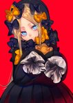 1girl abigail_williams_(fate/grand_order) absurdres black_bow black_dress black_hat blonde_hair blue_eyes bow bubble_skirt closed_mouth dress eyes_visible_through_hair fate/grand_order fate_(series) hair_bow hat head_tilt highres long_hair long_sleeves looking_at_viewer mozu_1oo orange_bow red_background simple_background skirt sleeves_past_wrists solo stuffed_animal stuffed_toy teddy_bear upper_body