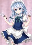 1girl >:) apron blue_dress blue_eyes bow braid breasts commentary_request dress eyebrows_visible_through_hair feet_out_of_frame frilled_apron frills green_bow green_neckwear hair_bow head_tilt highres holding holding_knife izayoi_sakuya knee_up knife knives_between_fingers looking_at_viewer maid_apron maid_headdress medium_breasts neck_bow petticoat pink_background puffy_short_sleeves puffy_sleeves ruu_(tksymkw) short_hair short_sleeves silver_hair smile solo striped striped_background touhou twin_braids v-shaped_eyebrows vertical-striped_background vertical_stripes waist_apron white_apron white_legwear