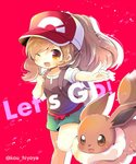 1girl ;d backpack bag bangs baseball_cap blush breasts brown_eyes brown_hair brown_shirt clenched_hand commentary_request eevee eyebrows_visible_through_hair female_protagonist_(pokemon_lgpe) gen_1_pokemon green_shorts hair_between_eyes hand_up hat head_tilt kouu_hiyoyo long_hair one_eye_closed open_mouth outstretched_arm pokemon pokemon_(creature) pokemon_(game) pokemon_lgpe ponytail puffy_short_sleeves puffy_sleeves red_background red_hat shirt short_shorts short_sleeves shorts small_breasts smile twitter_username