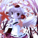 1girl animal_ears autumn bare_tree chibi detached_sleeves fang hat highres inubashiri_momiji leaf maple_leaf red_eyes solo tail tokin_hat touhou tree white_hair wolf_ears wolf_tail yandere yume_shokunin