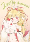1girl 2017 :t animal animal_ears bandeau bangs bare_shoulders bird blonde_hair blush bow bracelet breasts brown_background chicken chinese_zodiac closed_mouth collarbone commentary_request detached_sleeves eyebrows_visible_through_hair feathers granblue_fantasy groin hair_between_eyes hair_feathers hair_ornament harvin head_tilt highres holding holding_animal jewelry long_hair long_sleeves looking_at_viewer makira_(granblue_fantasy) navel red_bandeau red_eyes simple_background small_breasts solo translation_request very_long_hair white_bow white_feathers wide_sleeves year_of_the_rooster yukimi_ai_risu