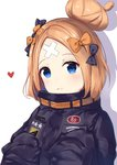 1girl abigail_williams_(fate/grand_order) bangs black_bow black_jacket blonde_hair blue_eyes blush bow closed_mouth commentary_request crossed_bandaids eyebrows_visible_through_hair fate/grand_order fate_(series) hair_bow hair_bun hands_up heart heroic_spirit_traveling_outfit highres jacket key long_hair long_sleeves orange_bow parted_bangs polka_dot polka_dot_bow shadow simple_background sleeves_past_fingers sleeves_past_wrists solo star white_background xiaozuo_cang