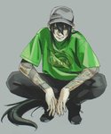 1boy alternate_costume baseball_cap black_footwear black_hair black_pants closed_mouth clothes_writing elbows_on_knees fate/grand_order fate_(series) green_eyes green_shirt grey_background grey_hat hat highres long_hair looking_at_viewer male_focus mi_(pic52pic) pants ponytail shirt shoes simple_background smile solo squatting tattoo very_long_hair yan_qing_(fate/grand_order)